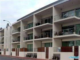 Unwind at 25 Breeze Sub Penthouse Victor Harbor